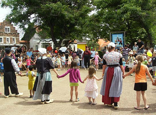Holland-Dutch-Village-Dancing.jpg